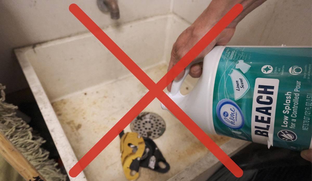 НЕ используйте кислотные или агрессивные чистящие средства