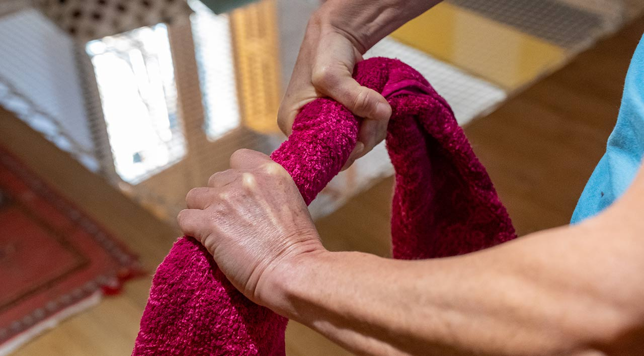 Упражнение с полотенцем на пальцы