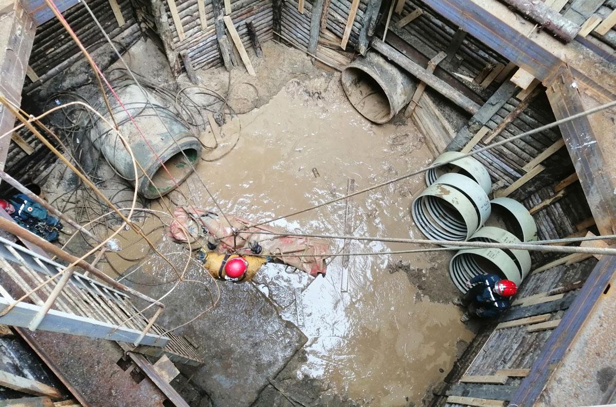 Тренировка спасработ в коллекторных тоннелях Petzl NEST