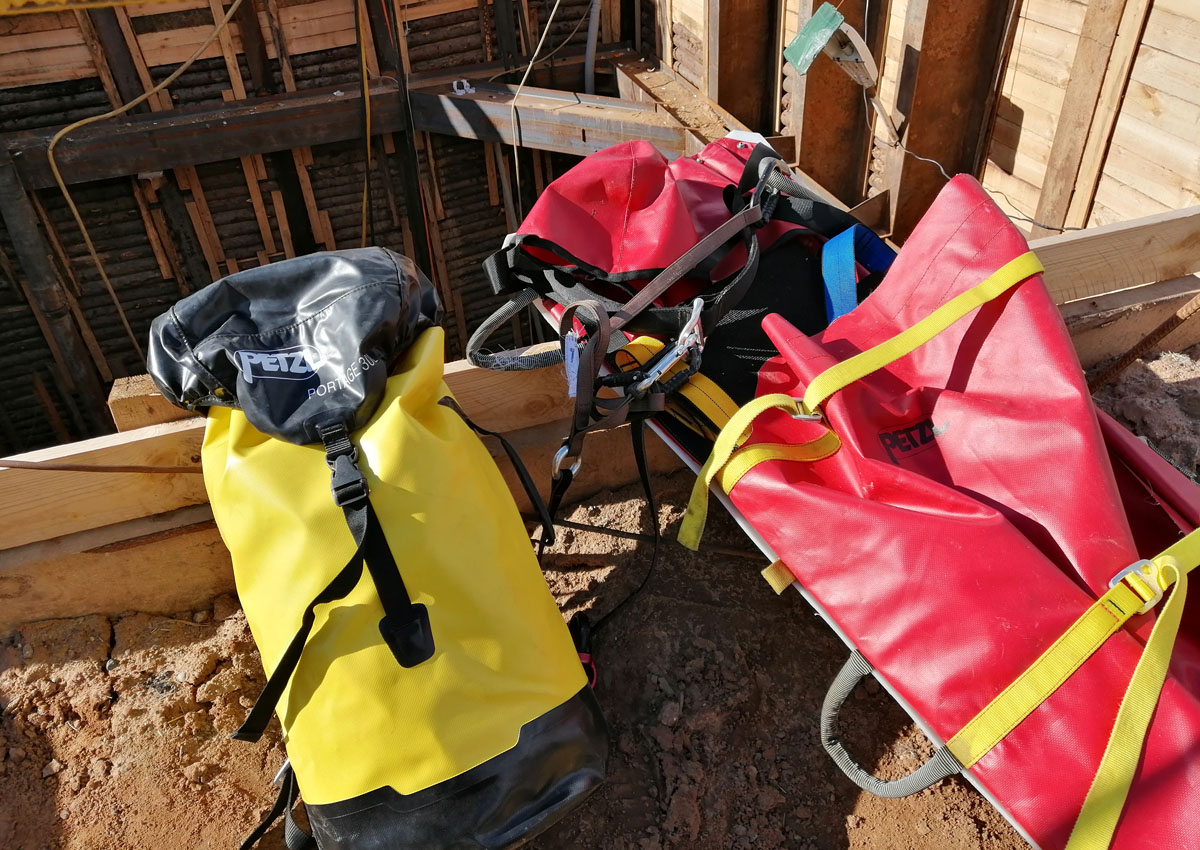 Носилки NEST и транспортный мешок Petzl Portage