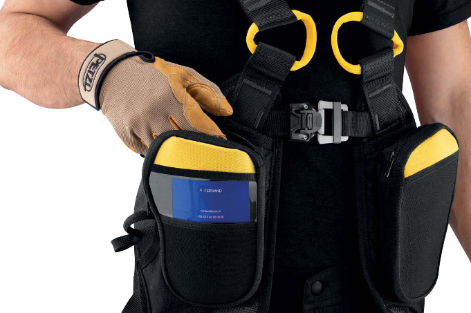 Специальные карманы для мелких предметов на привязи