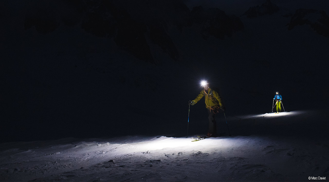 Фонарь Petzl SWIFT с технологией  REACTIVE LIGHTING для бега, альпинизма, скитура